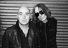 Бывший гитарист Oasis записал акустический альбом