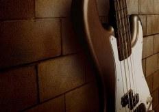 Как правильно держать медиатор? Инструкция для гитаристов