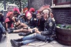 Антисоциальная субкультура. Кто входит в эту группу неформальных движений?