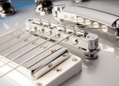 Как поменять струны на гитаре? Рассматриваем это в деталях и на примерах!