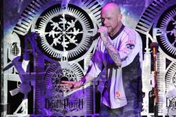 Вокалист FIVE FINGER DEATH PUNCH в больнице