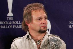 У  бывшего басиста VAN HALEN умер внук