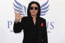 Бас-гитарист KISS хотел запатентовать «козу»