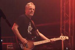Бывший бас-гитарист AC/DC присоединился к ROSE TATTOO