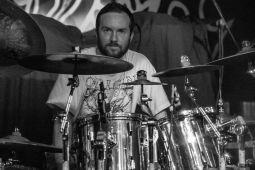 INTERNAL BLEEDING продолжат деятельность с новым барабанщиком