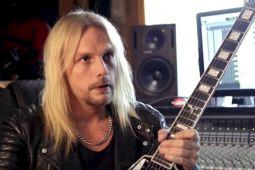 У гитариста JUDAS PRIEST появилась именная гитара