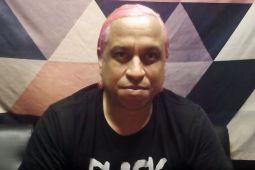 Бас-гитарист DEFTONES попросил поклонников помочь Коста-Рике