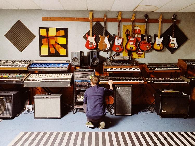 Синтезатор: виды и возможности инструментов